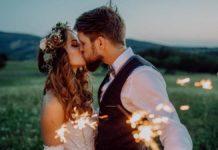 casal se beijando depois do consórcio de casamento