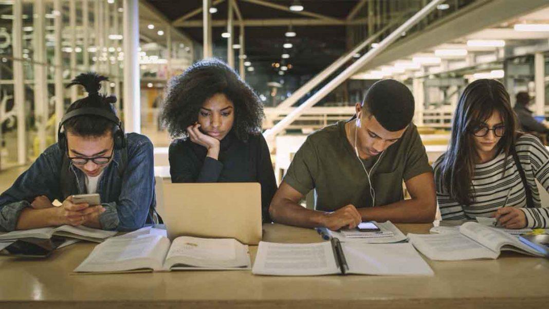 jovens aprendendo as melhores dicas de como estudar para concurso