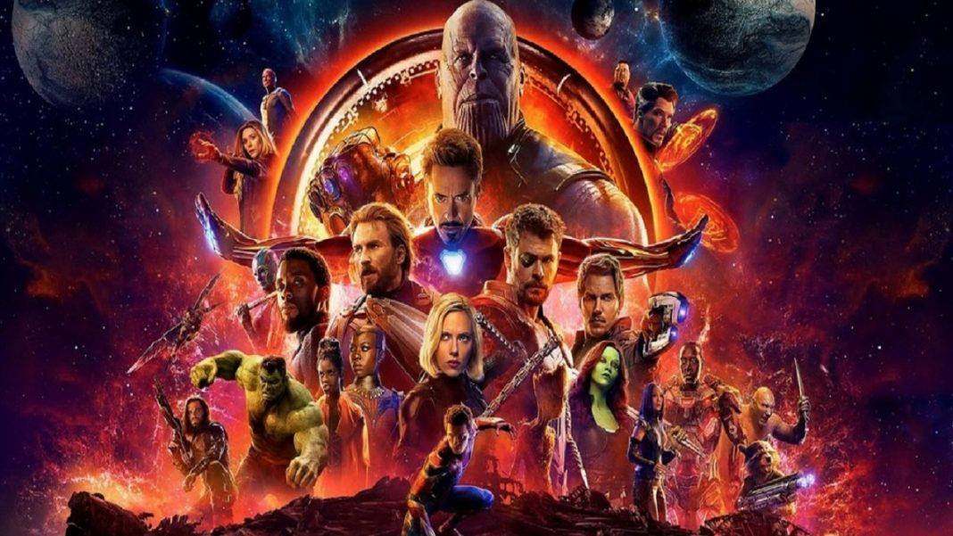 A imagem é uma montagem com todos os principais personagens das hitorias dos vingadores, pois o texto quer contar a ordem dos filmes dos vingadores por ordem cronologica.